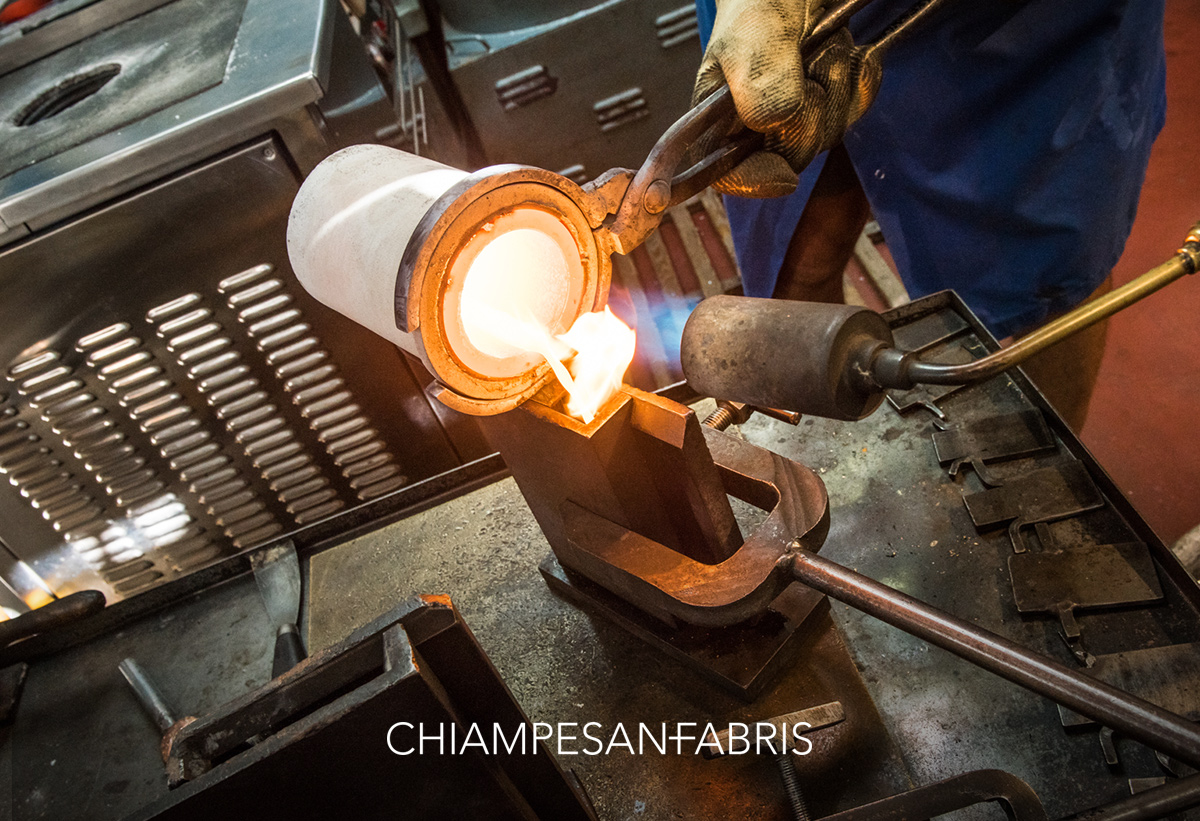 Chiampesan Fabris knows this most precious of materials inside out and works through each step with the utmost care. Fire, gold. Steps that have been repeated for millennia are brought up to date with a mix of technique, technology and artisanal savoir faire. If you look closely at a Chiampesan or Diemmeffe jewel, you can almost hear the voice of the gods.